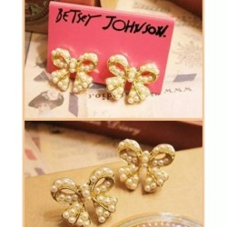 Knot Pearls Studs Earrings